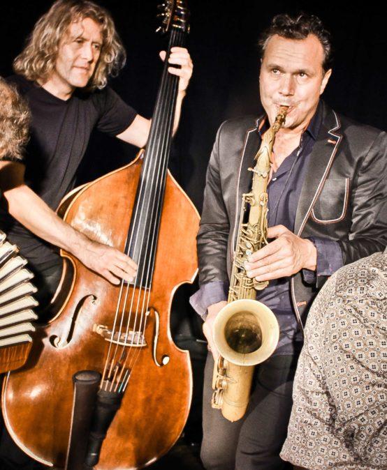 Die Jazzinitiative präsentiert: Quadro Nuevo – Wunder Welt Musik – Die gekauften Tickets behalten für diese Termine ihre Gültigkeit.